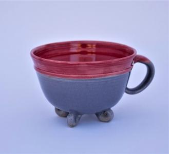 #008 Teetasse grau-rot mit Füßchen