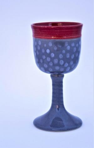 #007 Weinkelch grau-rot mit Punkten